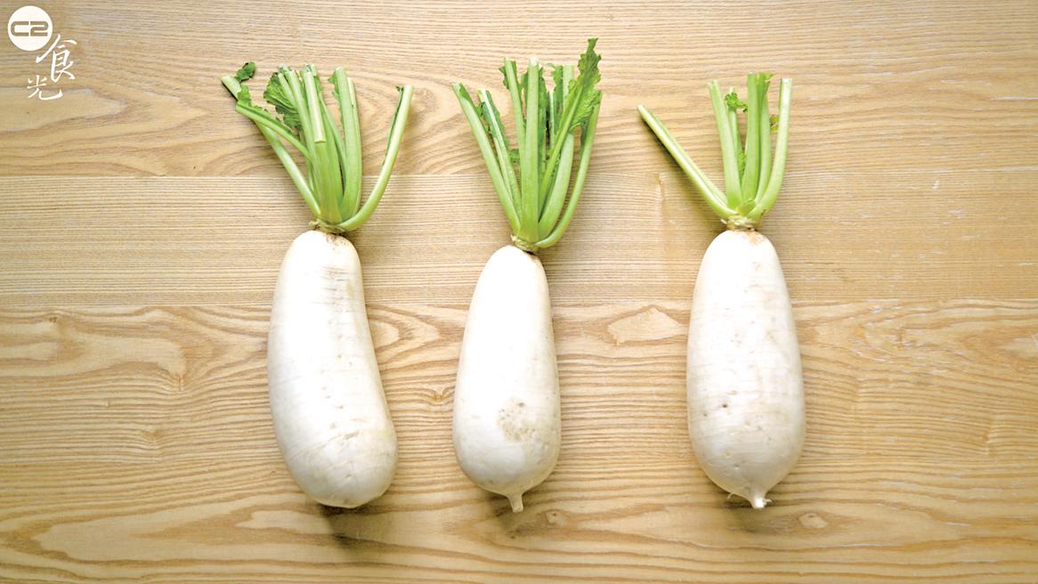 冬季吃白蘿蔔能幫助調節體內燥氣,還能幫助促進消化及新陳代謝。