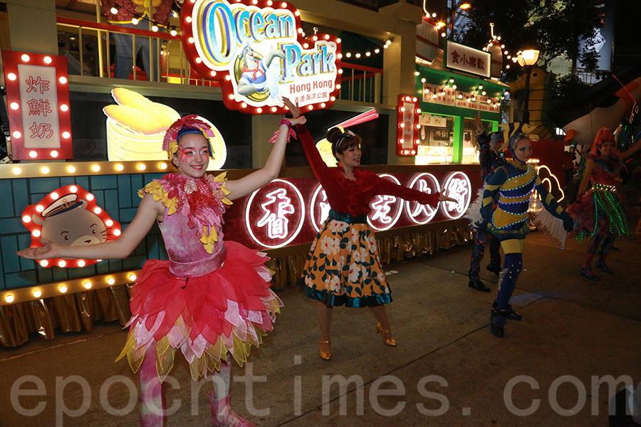 海洋公園的花車以「香港老大街」為主題。(陳仲明/大紀元)