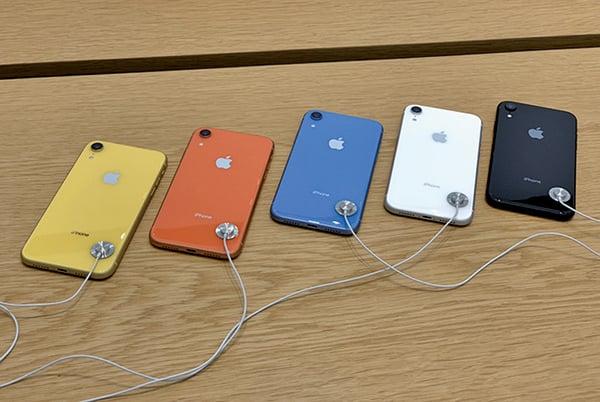 蘋果手機銷售下跌,更換零售主管求變。圖為去年十月蘋果推出的新手機iPhone XR。(大紀元圖片庫)
