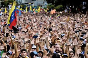 利馬集團督促軍方切斷關係 馬杜羅再受壓