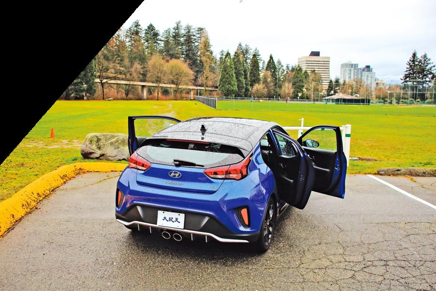 獨特的不對稱 2019 Hyundai Veloster Turbo Tech