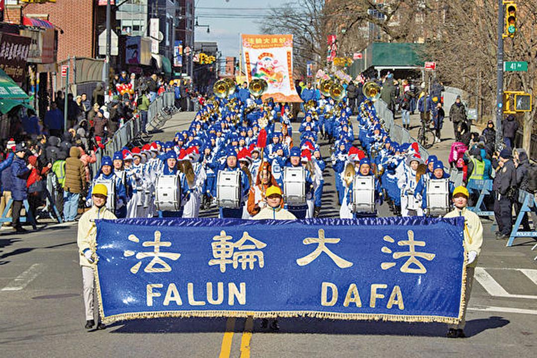 2019年2月9日,紐約中國新年大遊行在紐約法拉盛舉行,隊伍由身著唐朝服飾的天國樂團開道,氣勢恢宏。(張學慧/大紀元)