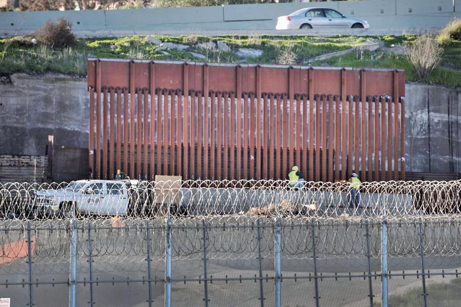 美國土安全部下令 聖地牙哥開始築牆
