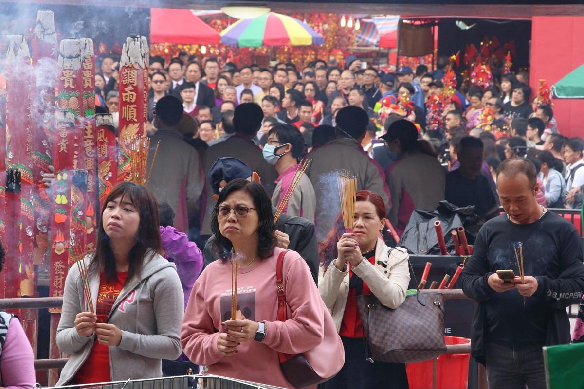 中國新年期間,華人喜到廟宇祈福。(大紀元資料圖片)