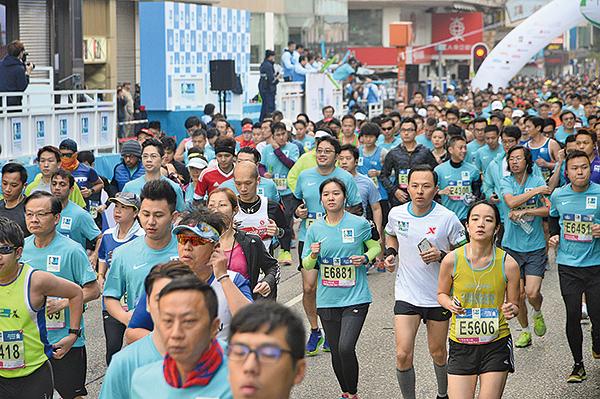 渣打馬拉松將在本周日開跑,但主辦單位公佈今年會將半馬挑戰組的比賽時限縮短。(大紀元資料圖片)