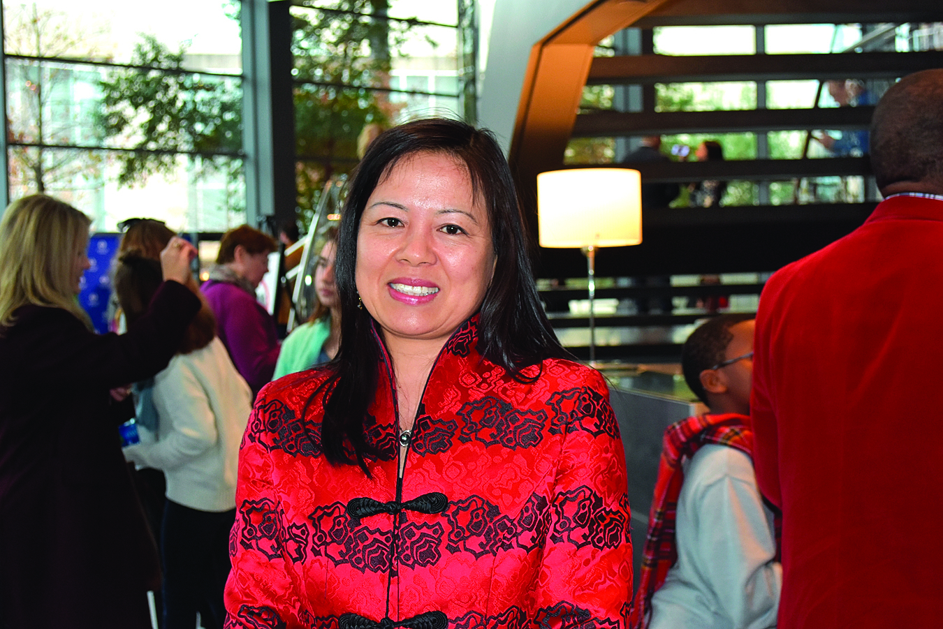 來自中國大陸的藝術家胡玉女士觀賞了神韻演出後,表示感到自豪和驕傲。(樂原/大紀元)