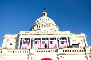 辛子陵:美國會決議支持中國處理江澤民
