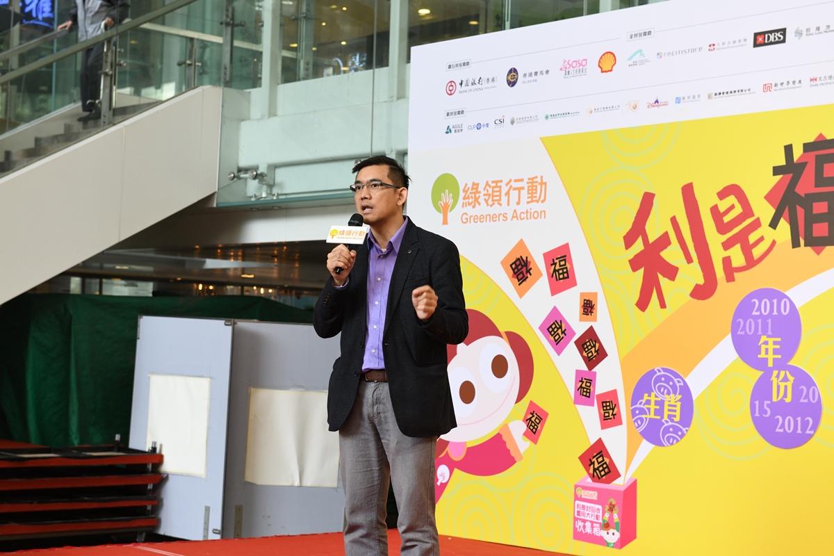 綠領行動總幹事何漢威表示,過去10年間,利是封回收量增加100倍,反映不少市民都培養了節日減廢的習慣。(綠領行動提供)
