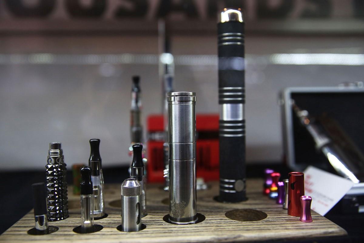 政府建議修訂法例,全面禁止進口、製造、銷售、分發及宣傳電子煙和其它加熱煙。(Justin Sullivan/Getty Images)