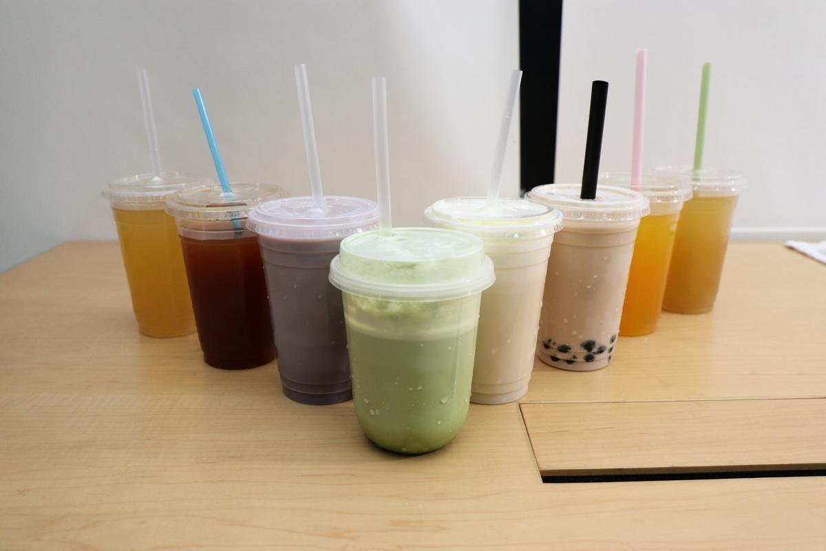 消委會測試市面8種共127款飲品的糖含量及卡路里,發現其中5款「超甜」,飲一杯已超出世衛建議每日50克的成人攝取量。(江夏/大紀元)