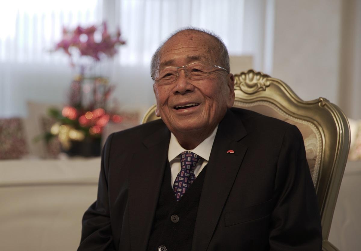 約90高齡的李錦記主席李文達為人低調,去年曾獲香港特區政府頒授銀紫荊星章。(李錦記官網)