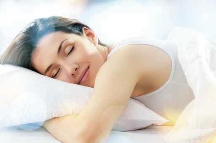 華盛頓大學醫學院研究團隊發現,僅僅只是失眠一夜,會直接導致大腦中tau 蛋白含量迅速上升50%。(fotolia)