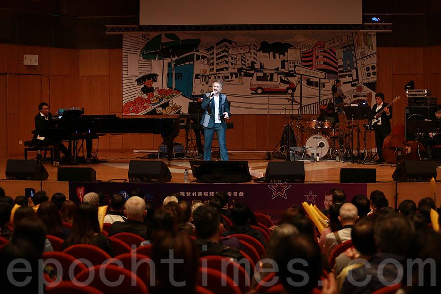 河國榮在2月16日晚於鑽石山國際基督教優質音樂中學暨小學以勒音樂廳出演慈善演唱會,為晚期病人籌款。(陳仲明/大紀元)