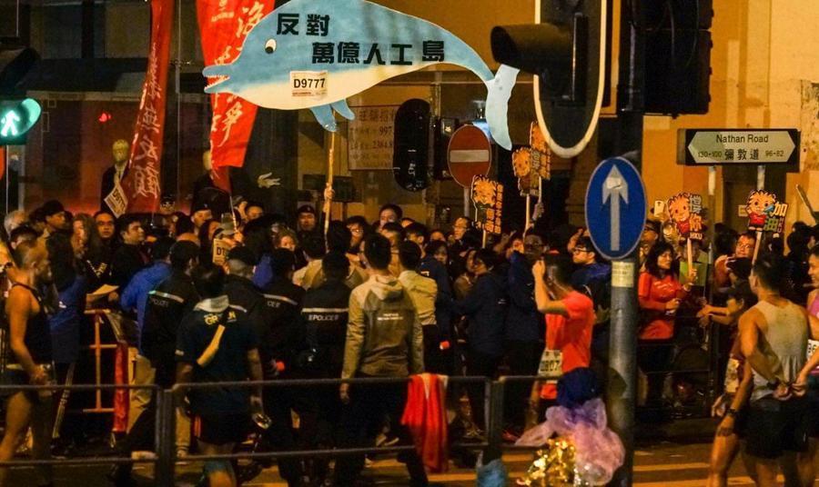 渣打馬拉松 社民連向林鄭月娥抗議 促下台