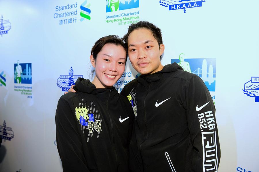 10公里賽事,歐鎧淳和男友胡子彤以情侶檔參賽,胡以57分12秒完成,歐鎧淳在57分11秒跑畢。(宋碧龍/大紀元)