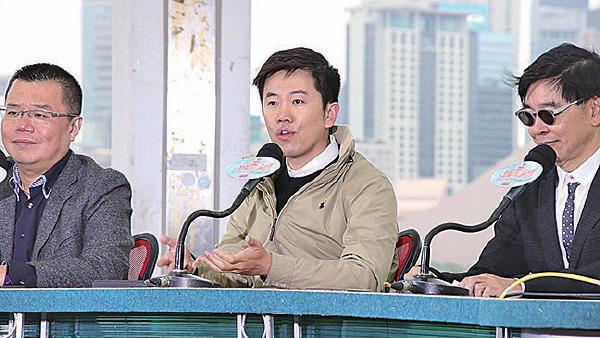 立法會議員鄭松泰(中)批評是大灣區中共的晃子,擔憂融入大灣區發展會令香港制度、文化及港人身份被侵蝕。(蔡雯文/大紀元)