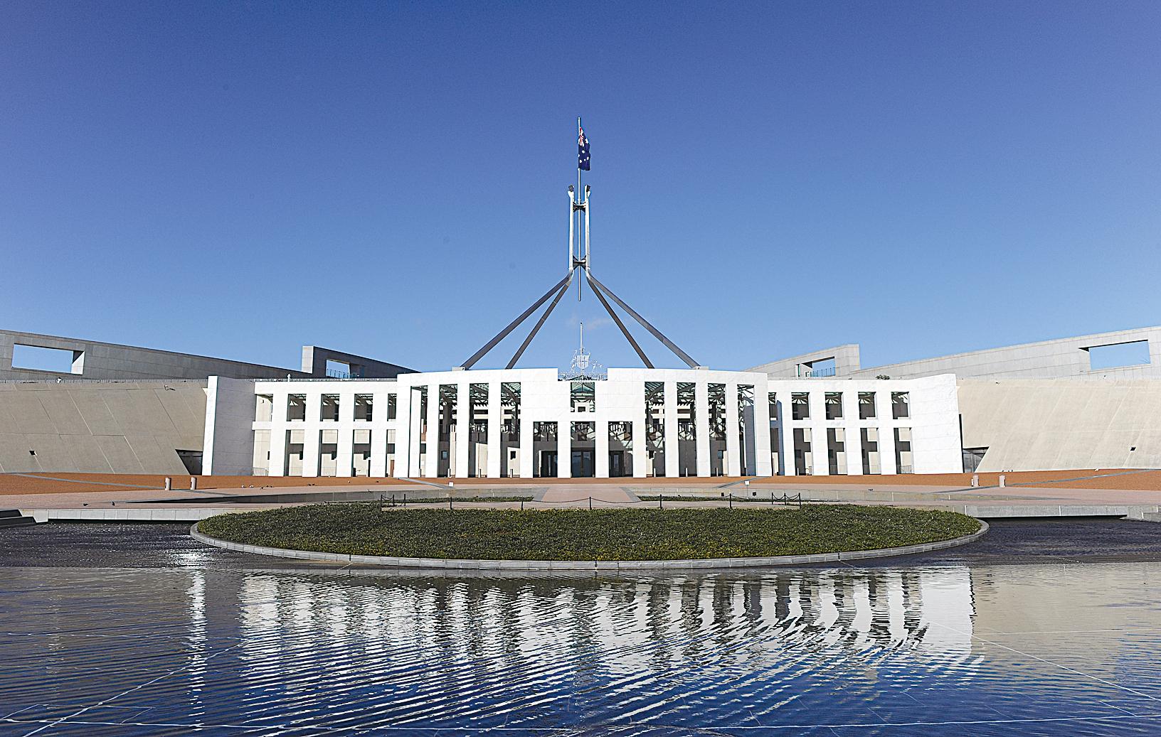 近日,澳洲著名親共僑領黃向墨的澳洲公民申請被拒絕,永久居留權被取消,引發關注。圖為澳洲坎培拉國會大廈。(TORSTEN BLACKWOOD/AFP/Getty Images)