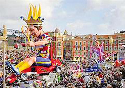法國尼斯嘉年華的遊行隊伍中經常可見到大型充氣人偶。(網絡圖片)