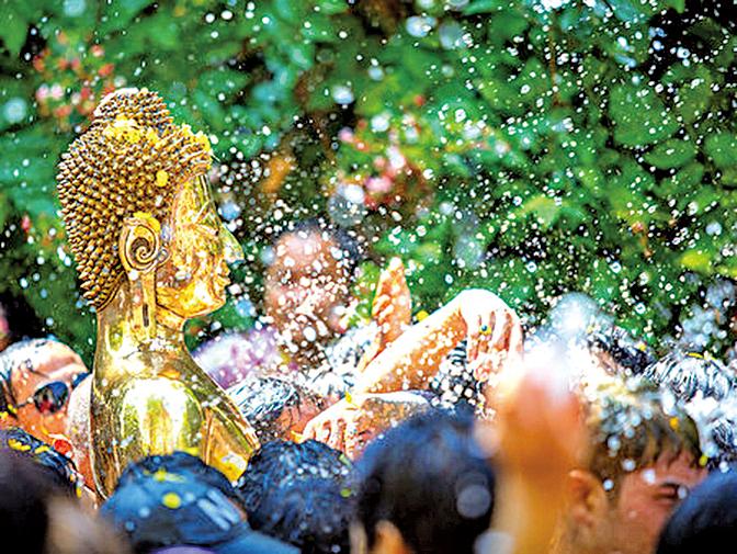 舉國歡騰的泰國潑水節,是值得參與、感受熱情的盛事。