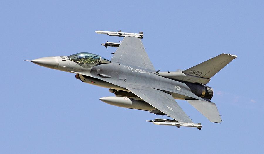 美軍F-16戰機縱橫沙場40年