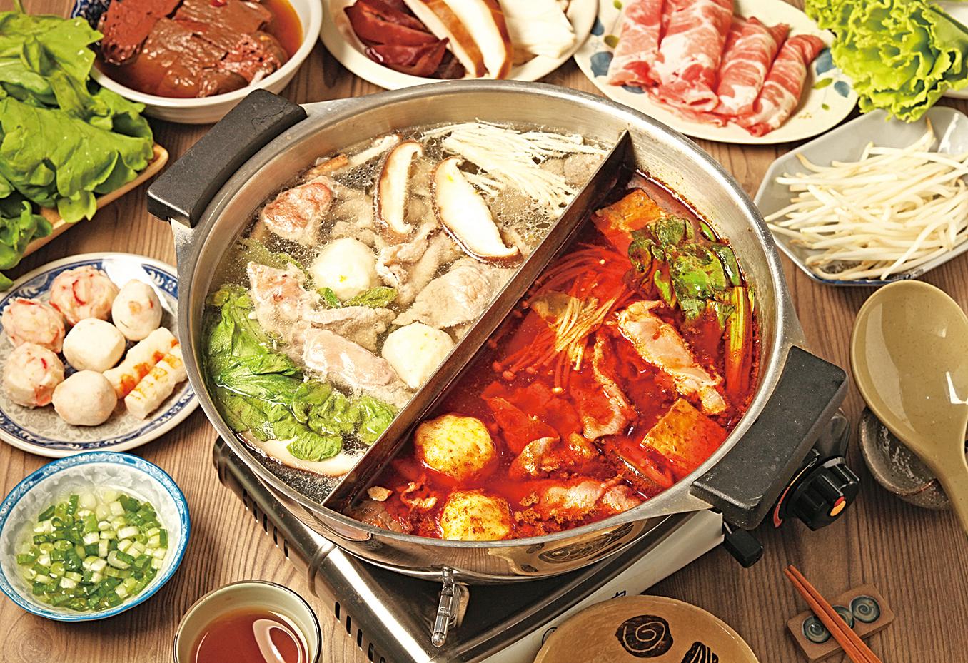 冬天必備的麻辣鍋,湯底,火鍋料屬於高油,太常吃身體容易有負擔。