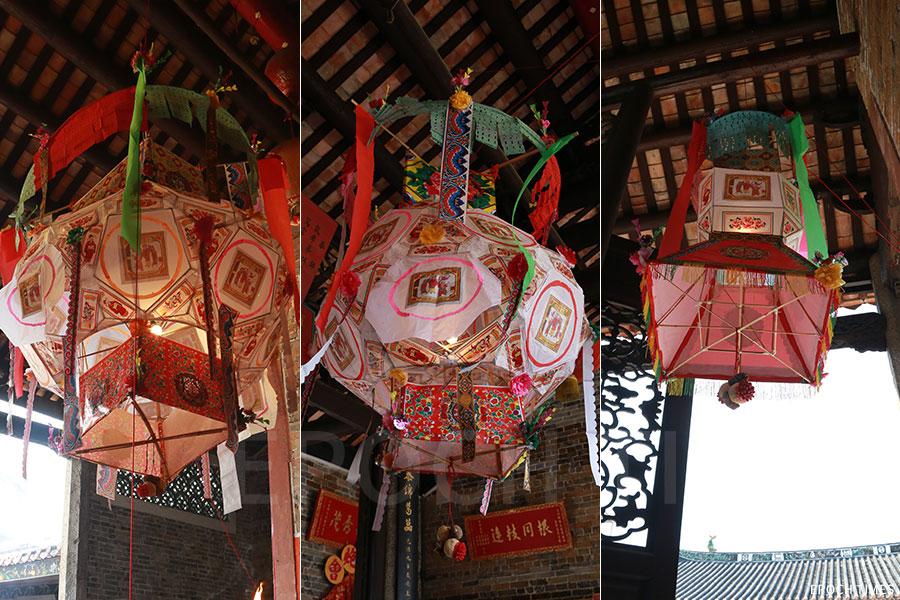元朗廈村鄧氏按新丁的輩份,分別在鄧氏宗祠內懸掛三盞不同大小的花燈。(陳仲明/大紀元)