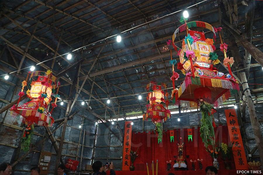 今年田心村共升起三盞燈,首次為村中的九個姓氏點燈,稱為「大眾燈」。(陳仲明/大紀元)