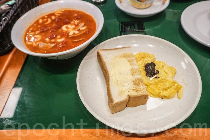 黑松露炒蛋有蛋汁,但不夠厚身。鮮番茄豬潤通粉充滿番茄香,也吃到番茄粒,很不錯。