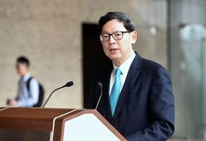 港金管局總裁陳德霖十月退休