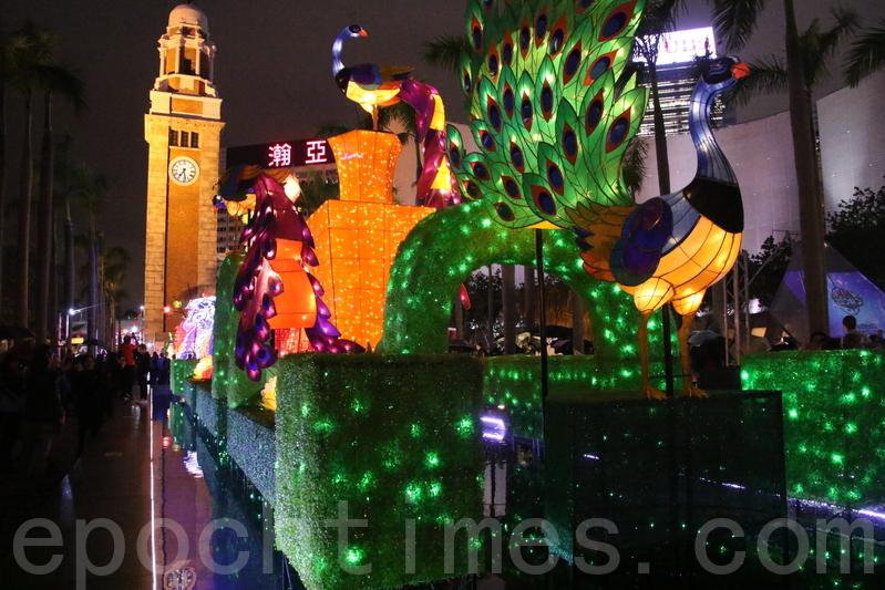文化中心展出孔雀造型綵燈
