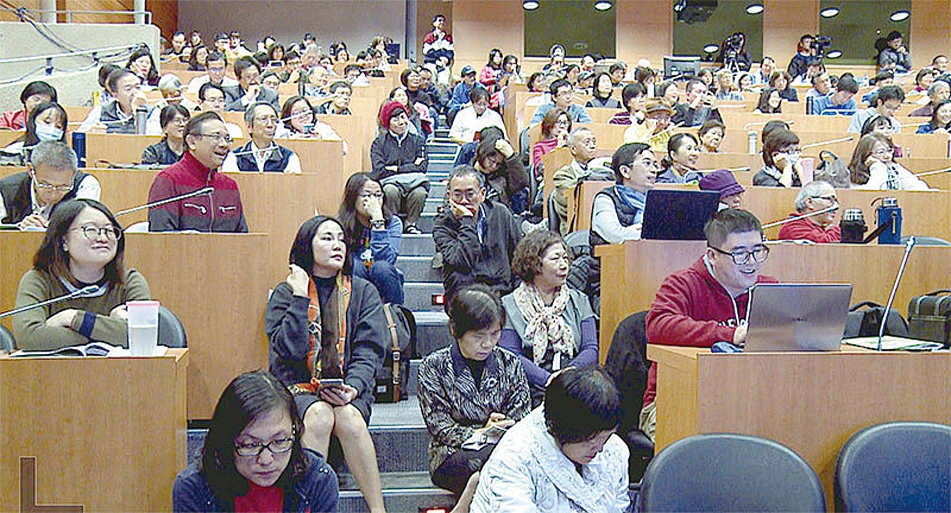中華民國自由通訊傳播協會舉辦「美中持續熱戰 台灣如何是好?」論壇,圖為研討會的觀眾。(自由通訊傳播協會)