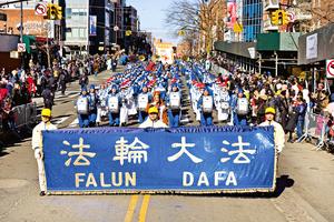 中國傳統文化驚豔美國 : 東西岸中國新年遊行  法輪功學員給華人拜年送祝福