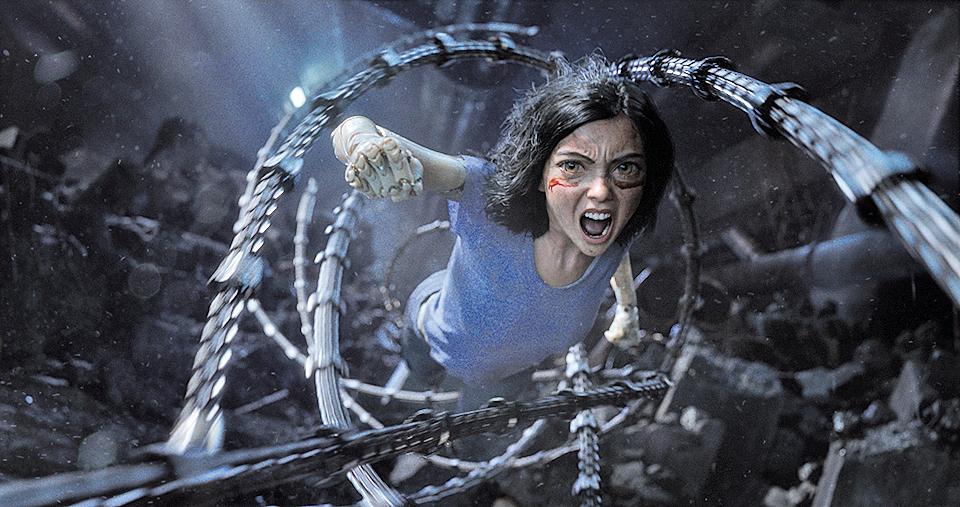 片中武打戲眾多,連球類競技都充滿武鬥,女主角艾莉達擁有獨門絕技「裝甲格鬥術」。
