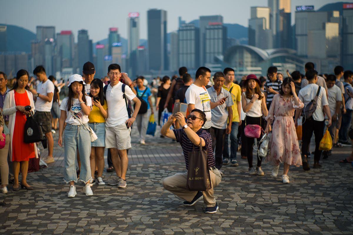 去年訪港大陸客增長逾一成,但其它地區增長不足百分之一。有議員關注低質大陸客會趕走歐美客。(ANTHONY WALLACE/AFP/Getty Images)