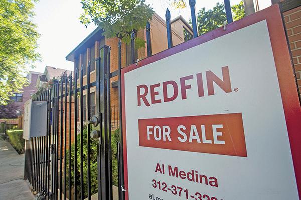 去年大陸投資者紛紛拋售海外地產資產,包括他們一向鍾情的美國市場。圖為芝加哥房屋出售。(大紀元圖片庫)