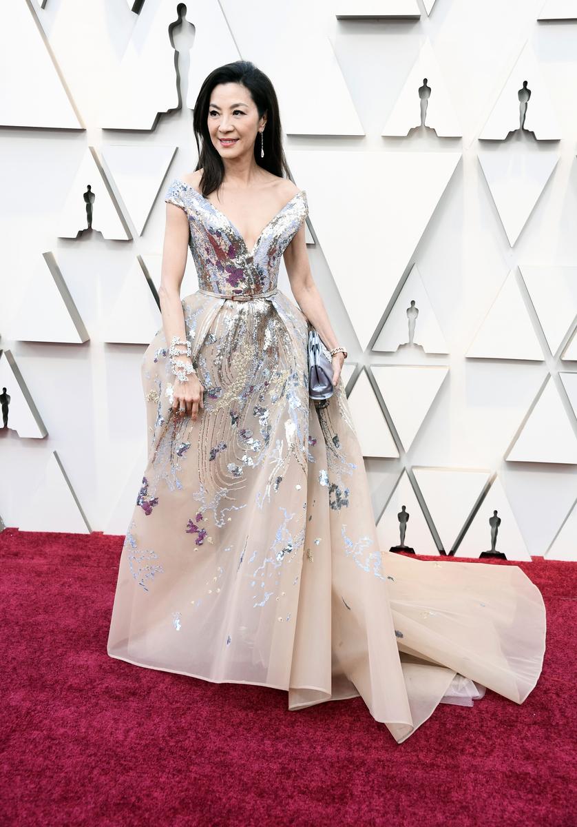 受邀擔任本屆奧斯卡頒獎嘉賓的華裔演員楊紫瓊步上紅地毯。 (Frazer Harrison/Getty Images)