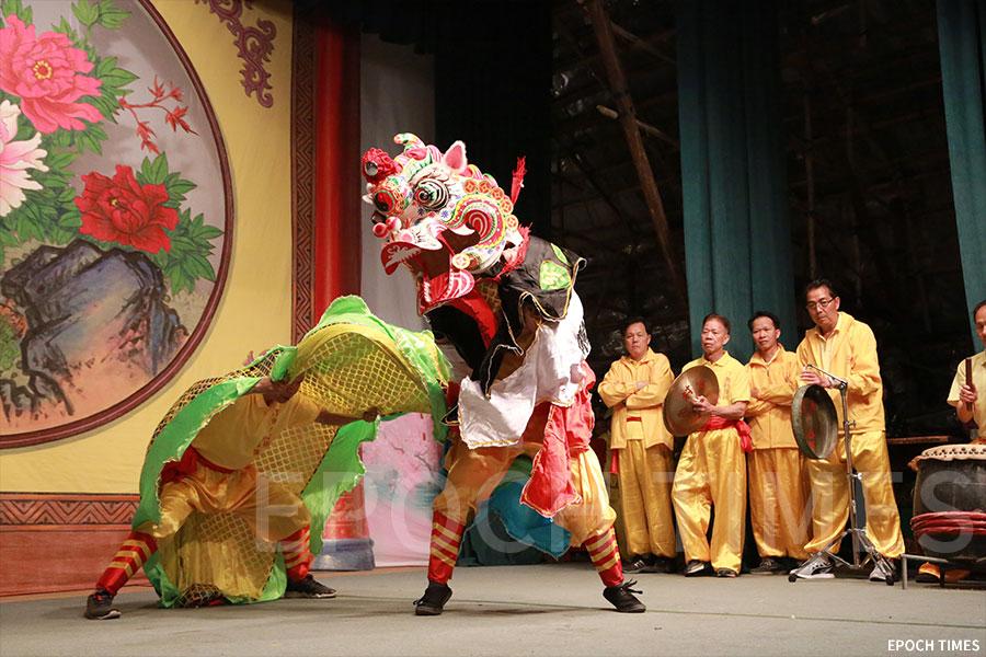 麒麟舞表演贏得觀眾熱烈掌聲。(陳仲明/大紀元)