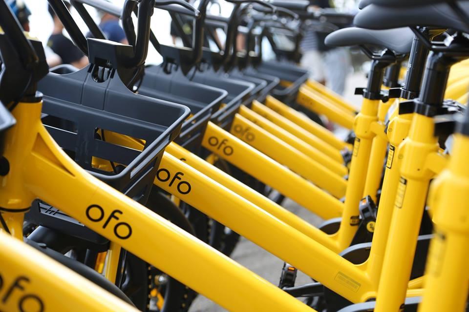 ofo小黃車傳出結業疑雲,昨日有香港用戶發現App內所有單車突然消失,及不能充值或退還按金。圖為北京街頭一個臨時修理場所,堆積了成千上萬被廢棄的ofo共享單車。(Kevin Frayer/Getty Images)