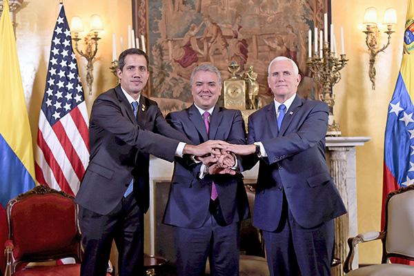 美國副總統彭斯(右)周一在哥倫比亞首都波哥大與委內瑞拉反對派領導人瓜伊多(左)會晤,重申將繼續支持他為合法領導人。(AFP)