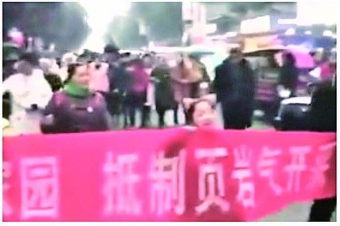 頁岩開採釀「地震」萬民抗議