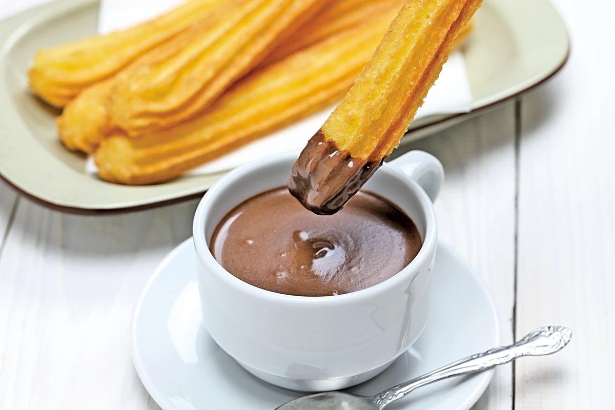 美味的西班牙油條, 吃的時候也要沾上朱古力。