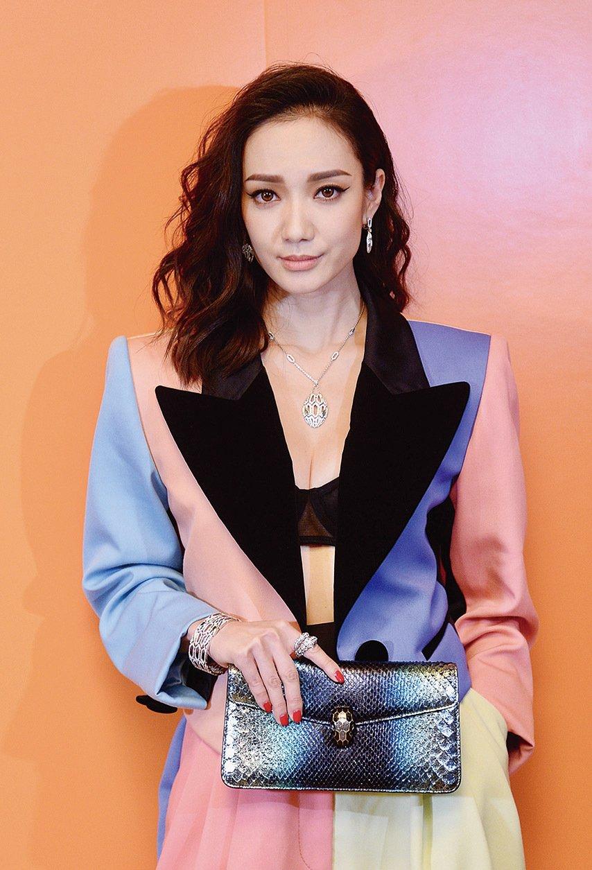 王君馨以60年代麥當娜的造型出席珠寶活動。(宋碧龍/大紀元)