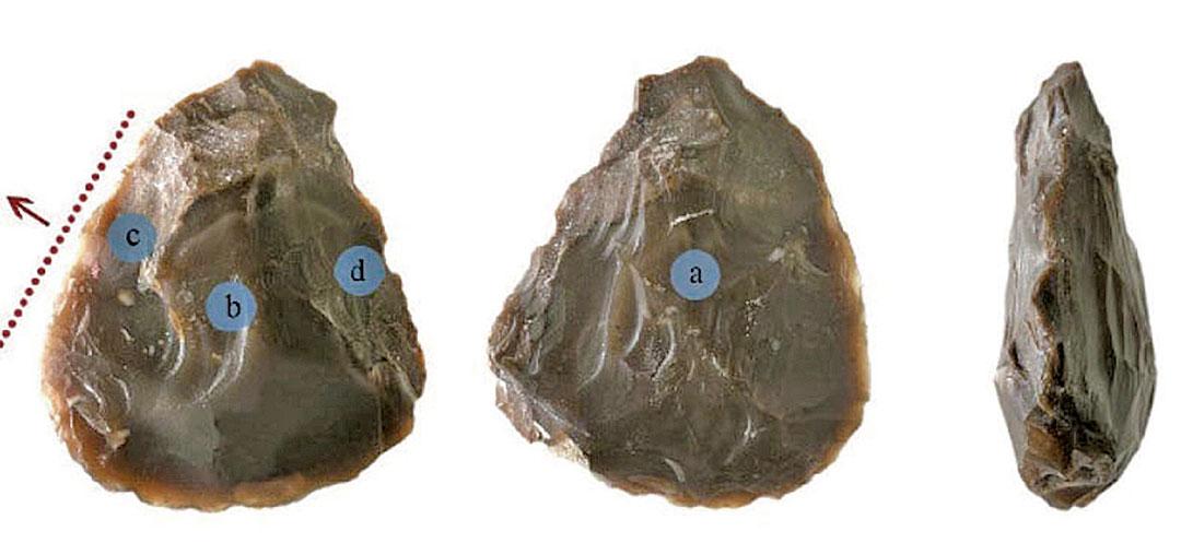 50萬年前史前人的石器工具:石斧,長5.6厘米,寬4.8厘米,厚1.6厘米。(Ran Barkai研究論文)