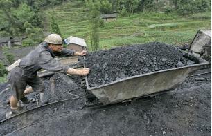 目前煤炭業平均資產負債率達到67.7%,為16年來最高水準。(LIU JIN/AFP/Getty Images)