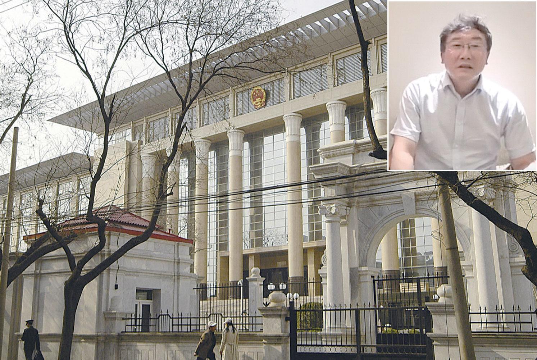 小圖:中共最高法院法官王林清為自保,3次錄製影片講述「陝北千億礦權案」卷宗丟失過程。(影片截圖)大圖:北京的中國最高人民法院。(Getty Images)