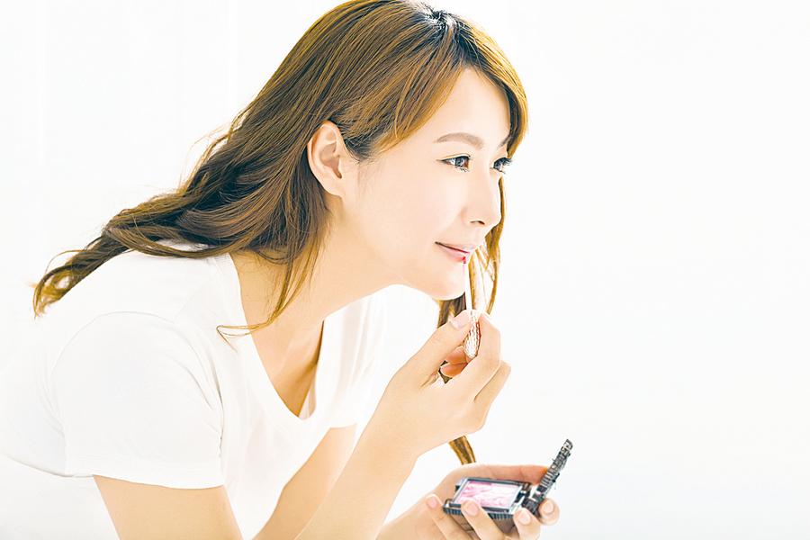 IG大頭照畫上受矚目閃閃光澤妝