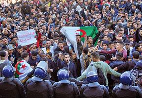 抗議總統在位二十年求五連任 阿爾及利亞爆衝突