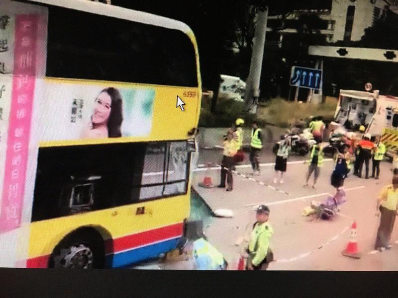 更新: 西九龍公路嚴重車輛 至少2死逾10傷