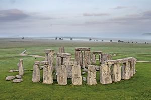 新發現:英巨石陣為天然石柱