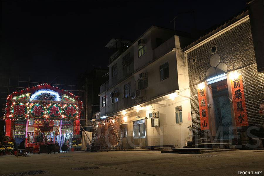 粉嶺圍每年在正月期間,在村前搭建神棚,舉行「點燈」及「太平洪朝」儀式。(陳仲明/大紀元)